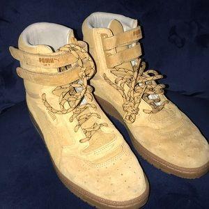 Puma Shoes - Tan High Top Suede Pumas.👟
